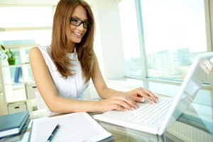 business-woman-desk-laptop